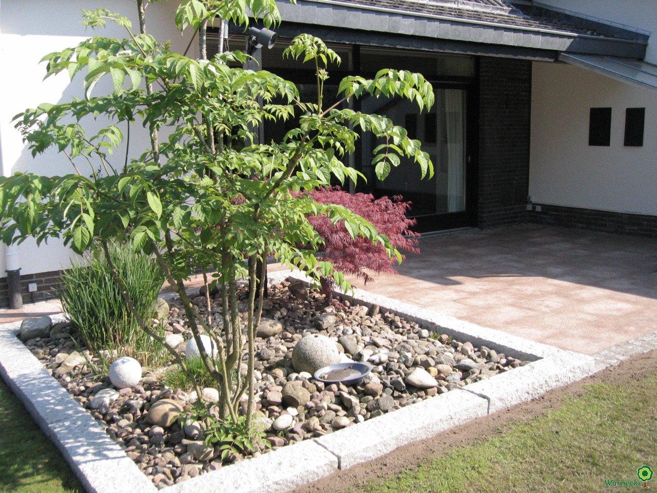 36pflanzbeetmitgranitpalisaden-jpg